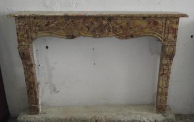cheminée 18e en marbre du Tholonet