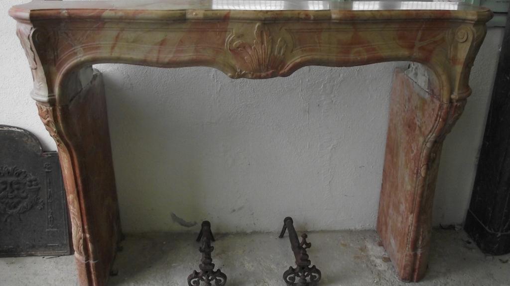 Cheminée Louis XV en pierre de bourgogne