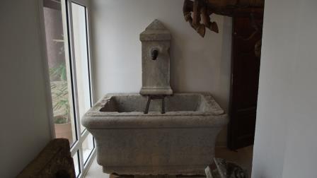Fontaine en pierre dure du 19 eme siècle