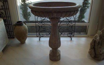 Vasque en marbre  «benitier»